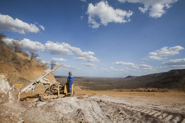 Crateús: Governador visita obras que trarão segurança hídrica e viária para a região
