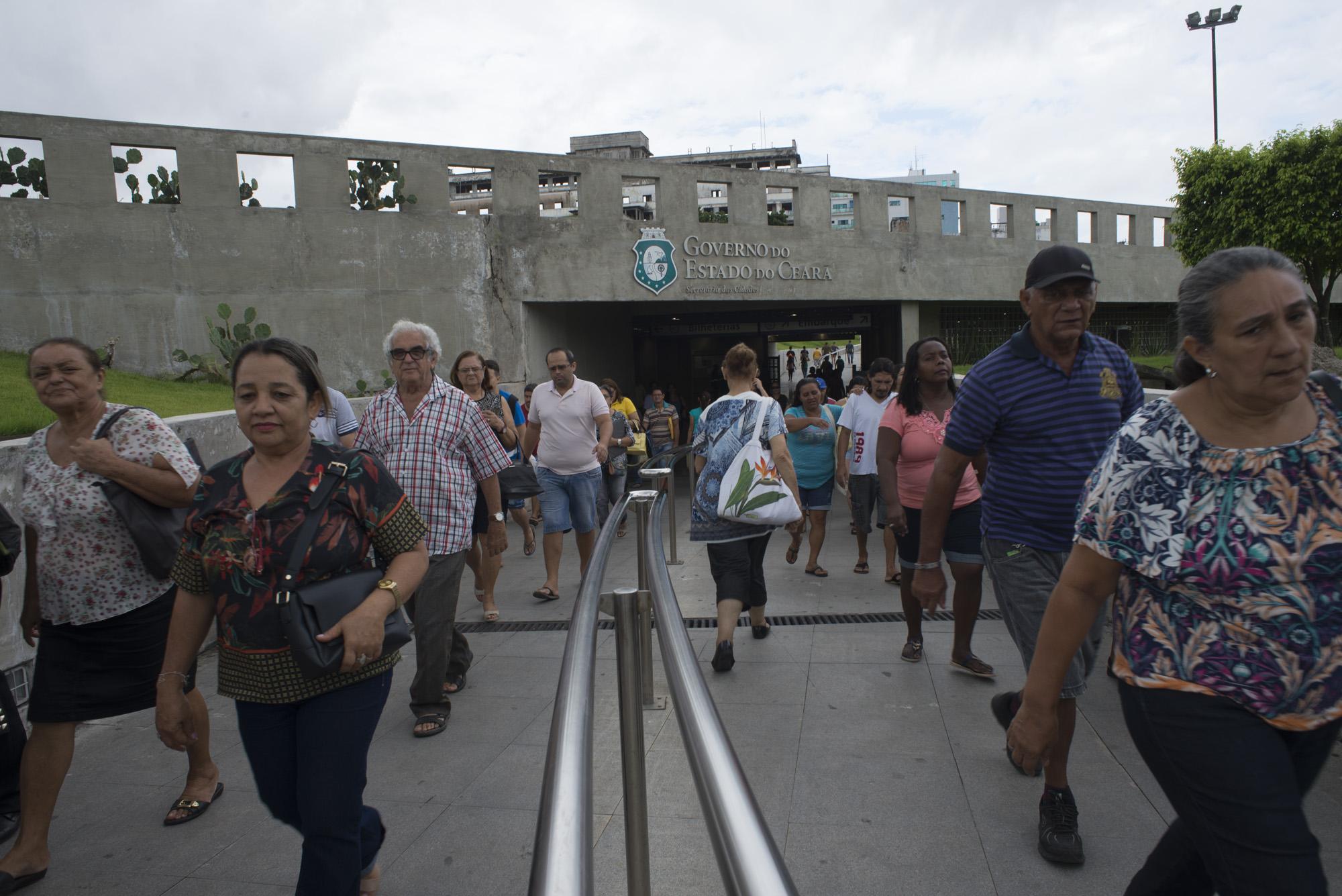 Estação José de Alencar agora conta com venda de produtos e passageiros aprovam a novidade