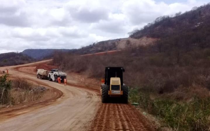 Governo do Ceará trabalha na restauração do trecho Crateús – Tucuns – Divisa CE/PI