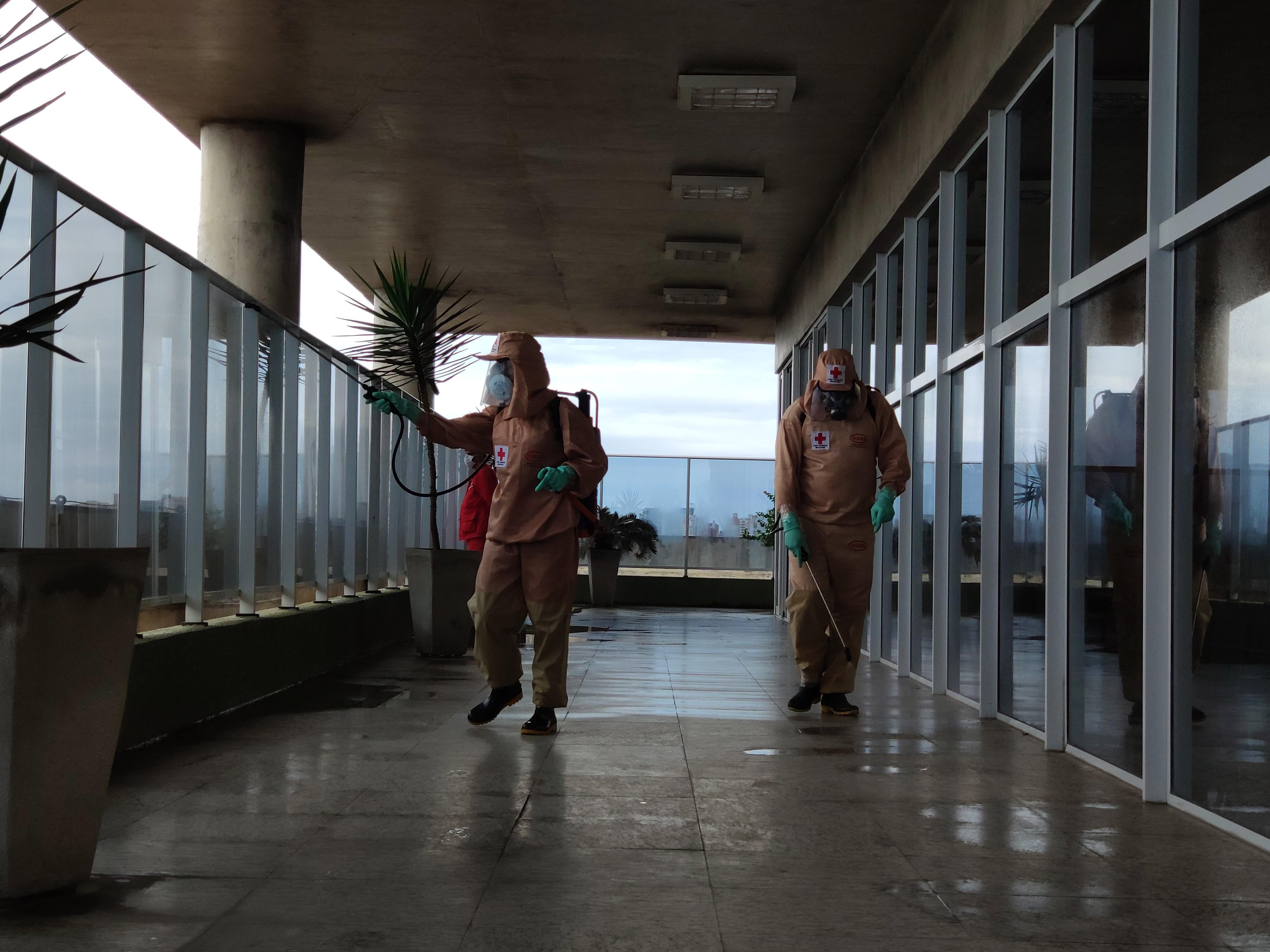 Pulverização contra coronavírus aumenta segurança no edifício-sede do Metrofor