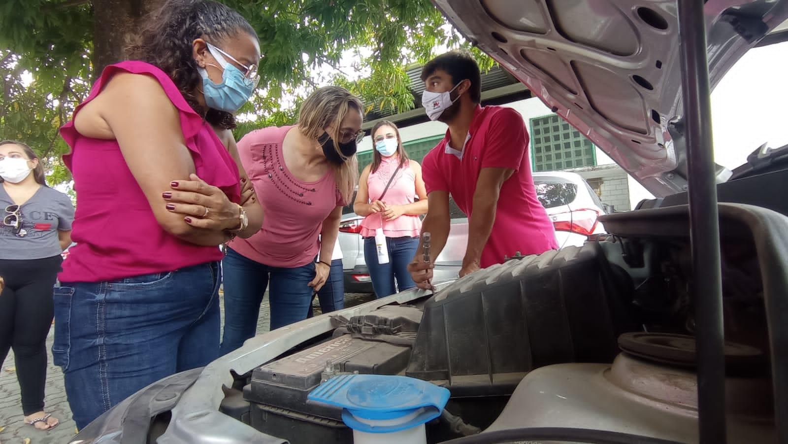 Agentes de trânsito concluem curso de Noções de Mecânica para Mulheres